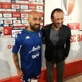 """SSC Bari, ecco  """"Stella del Sud """" la quarta maglia blu. De Laurentiis: «Multiproprietà? Niente di ufficiale»"""