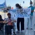 I disabili tornano a protestare sul lungomare di Bari: «No a gara unica per gli ausili protesici»