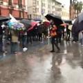 Anche a Bari manifestano i lavoratori dello spettacolo, la protesta davanti al Piccinni