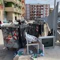 Bari, al quartiere Picone bidoni distrutti e rifiuti in strada