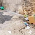 Rifiuti in strada a Bari vecchia, Picaro: «Cosa fotograferanno i turisti?»