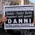 """Bari, ristoratori e lavoratori autonomi in piazza:  """"Pronti a riaprire, non riusciremo a sopravvivere """""""