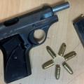 Bari, dal barbiere armato di pistola: arrestato pregiudicato