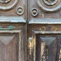 Bari, furti di maniglie di ottone dalle porte. Attenzione