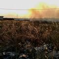 Continuano a bruciare le campagne di Bari, residenti esasperati