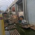"""Rottami, detriti e rifiuti, quello che resta del  """"moderno """" mercato di San Pio"""