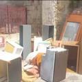Bari, mobilio e altri rifiuti ingombranti abbandonati in via Oreste