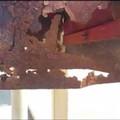 Bari, in via Verdi una cassetta della posta arrugginita e pericolante