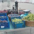 Carbonara, vendevano abusivamente in strada prodotti alimentari. Sequestrati 250 kg di frutta e ortaggi