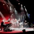 A Bari la notte dei Dire Straits Legacy, due ore e mezza di grande musica