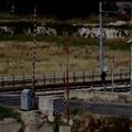 Bari, auto sui binari con il passaggio a livello chiuso. Il treno bloccato a Fesca