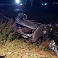 Auto nella scarpata, muoiono due giovani, autista grave al Policlinico di Bari