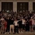 """Maturità, gli studenti del liceo Flacco cantano  """"Notte prima degli esami """""""