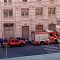Bari, vigili del Fuoco in azione in vie De Giosa, al fuoco un cassonetto