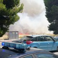 Incendio alle porte della città di Bari, brucia Lama Balice