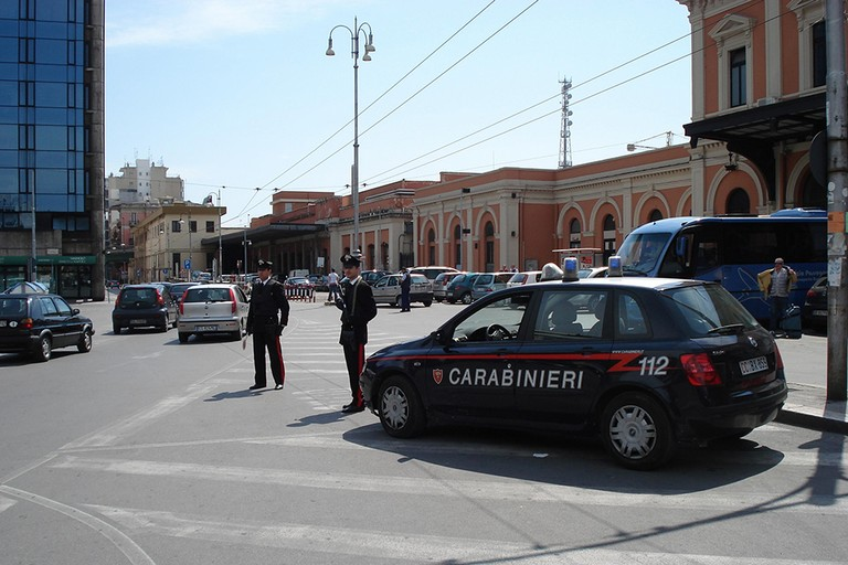 Carabinieri in piazza Moro
