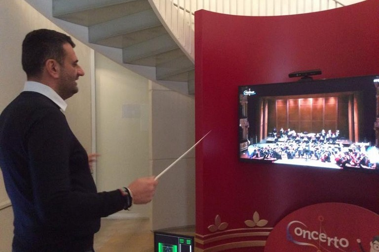 """Al Petruzzelli di Bari debutta """"Concerto"""": «Primo simulatore di direttore d'orchestra in Italia»"""