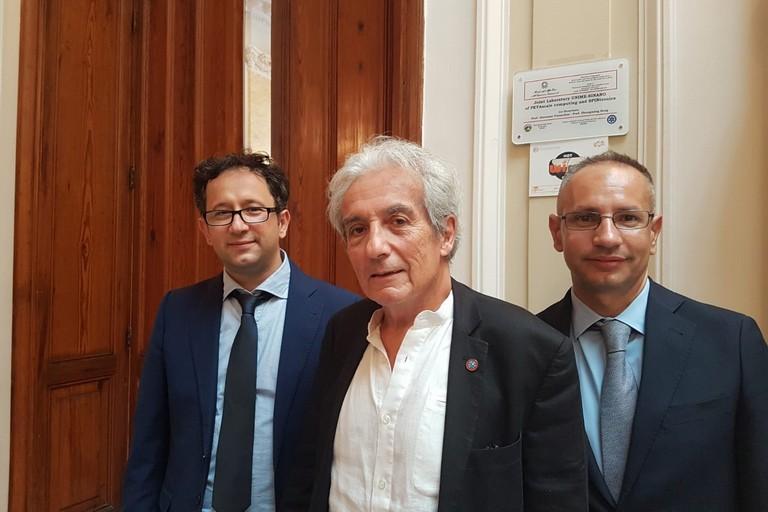 Da sx Prof Giovanni Finocchio Prof Albert Fert premio Nobel per la Fisica prof Mario Carpentieri del Poliba