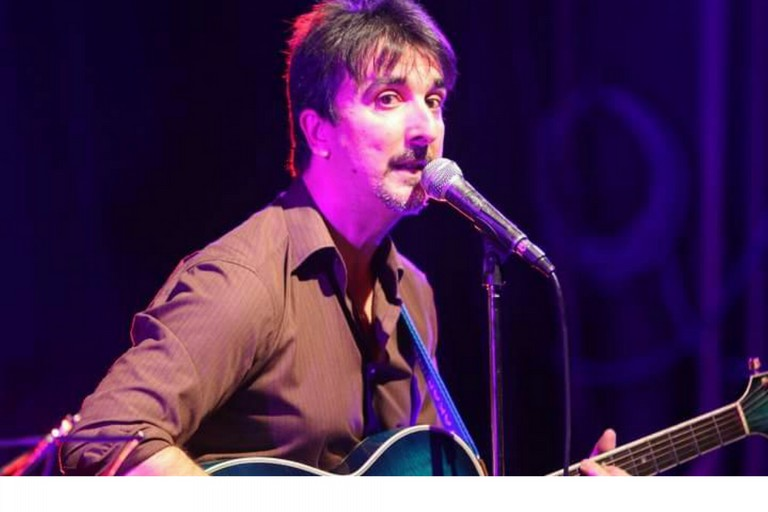Il cantautore Dario Skèpisi a BariViva: «Musica portatrice di cultura e speranza»