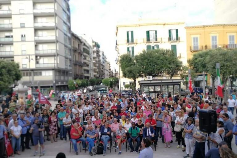 La manifestazione in piazza Risorgimento