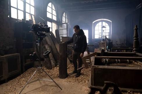 Garrone sul set di Pinocchio. <span>Foto Facebook Garrone</span>