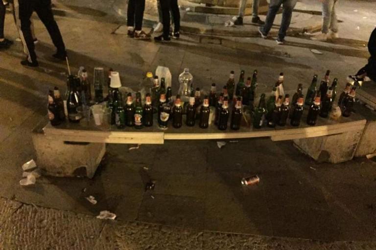 Le bottiglie vuote a Bari Vecchia