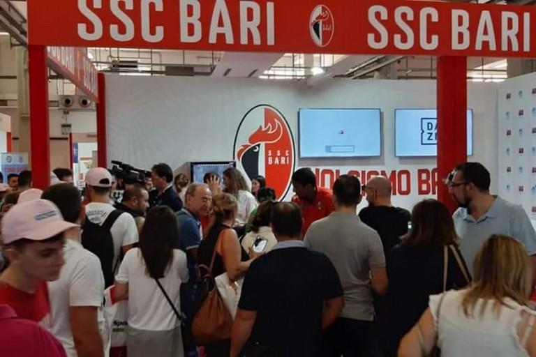 Inaugurazione stand ssc Bari in fiera. <span>Foto Ssc Bari </span>