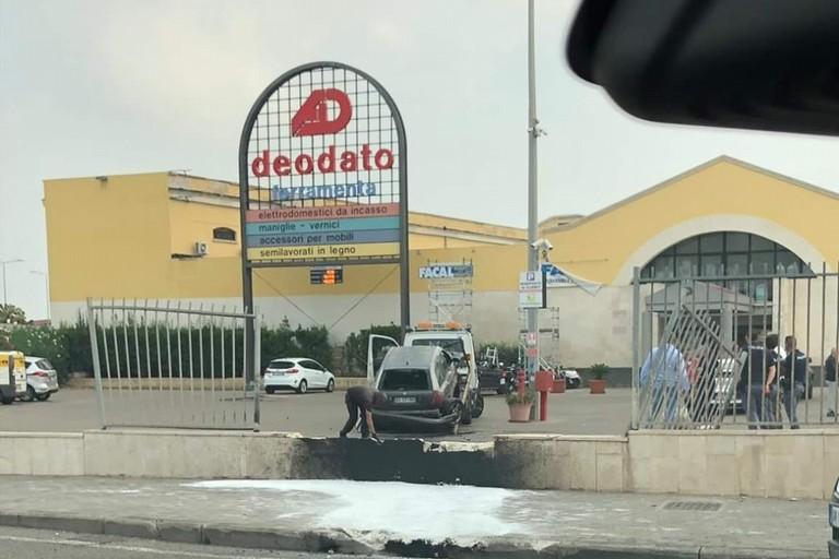 L'auto schiantatasi contro Deodato. <span>Foto Bitritto Live</span>