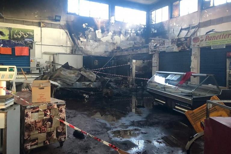 Il mercato di viale Lazio dopo l'incendio
