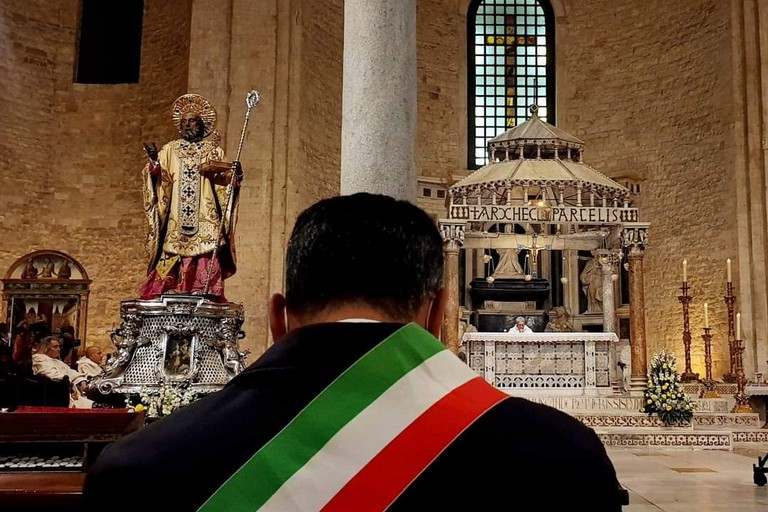 Decaro in basilica