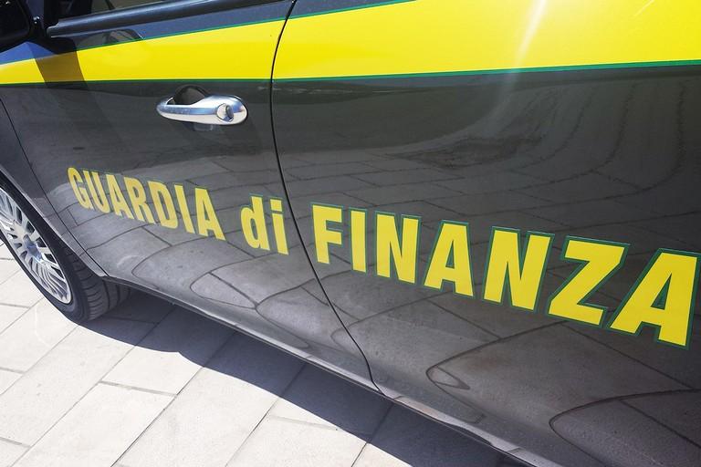 Emettevano fatture false per frodare il fisco. Nove arresti a Bari