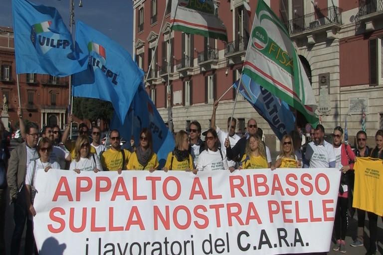 Protesta dei lavoratori del Cara di Bari-Palese, a rischio in 160