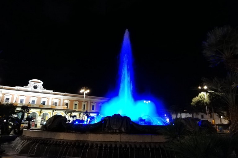 fontana piazza moro blu pena di morte
