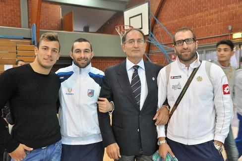 Giuseppe Vitucci con il figlio Nicola e due atleti, Saverio Scaramuzzi e Fabio Parisi