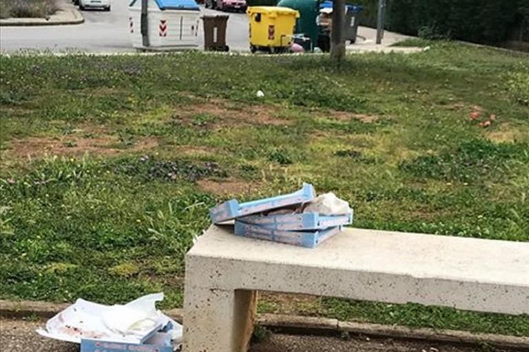 I cartoni abbandonati al San Paolo