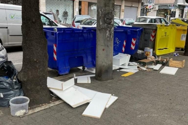 i rifiuti in strada
