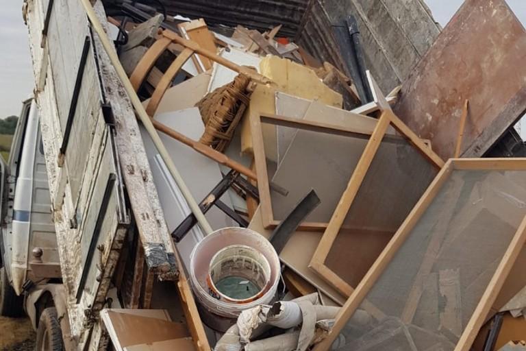 Il camion con i rifiuti