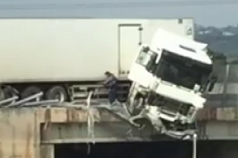 Incidente camion monopoli
