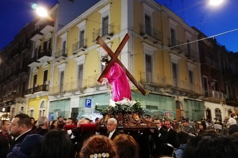 Il Venerdì Santo a Bari, nelle strade del centro la processione dei Misteri