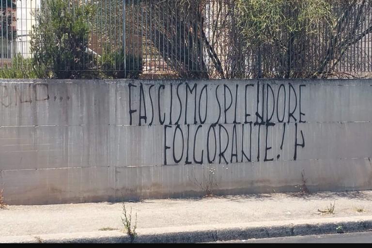 Scritte fasciste viale Europa