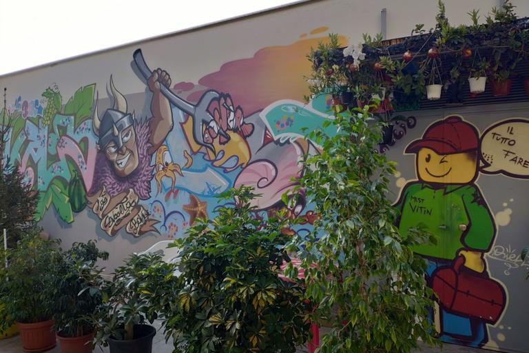 I murales al mercato di corso Mazzini. <span>Foto Elga Montani</span>