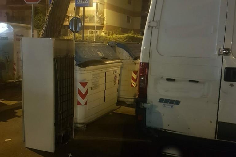 I rifiuti lasciati dall'uomo multato