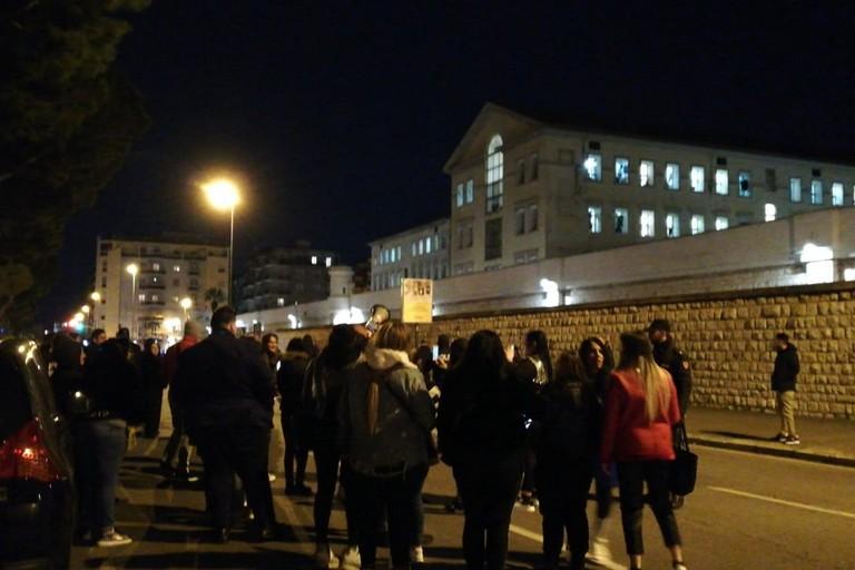 La protesta al carcere di Bari