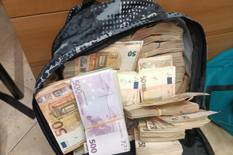I soldi trovati dal figlio di Chiariello