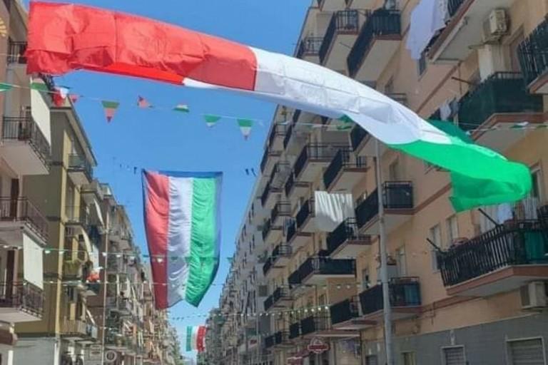Le bandiere in città