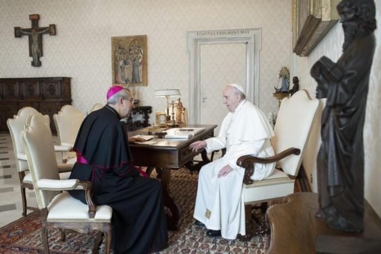 Lincontro tra monsignor Satriano e Papa Francesco
