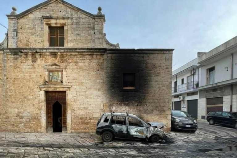 La Chiesa del Rosario danneggiata dal fuoco