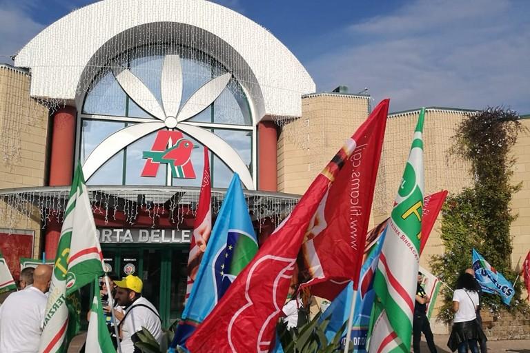 La manifestazione ad Auchan