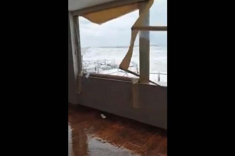 La mareggiata a Bari