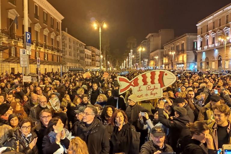 Le sardine in piazza a Bari. <span>Foto Elga Montani</span>